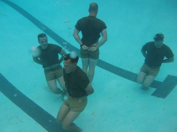 Nín thở dưới nước