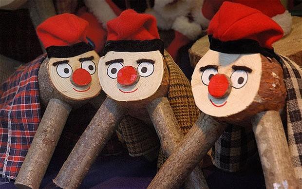 Đón Giáng sinh bằng cách quây quần bên khúc gỗ ở Catalonia, Tây Ban Nha
