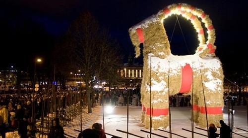 Truyền thống kỳ lạ trong đêm Giáng sinh tại Thụy Điển